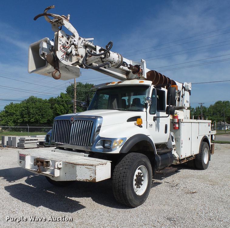 2004 International 7400 digger derrick truck
