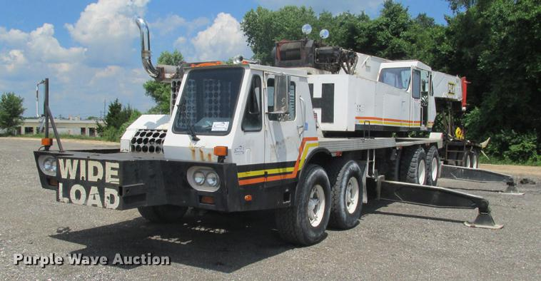P & H T600XL truck crane
