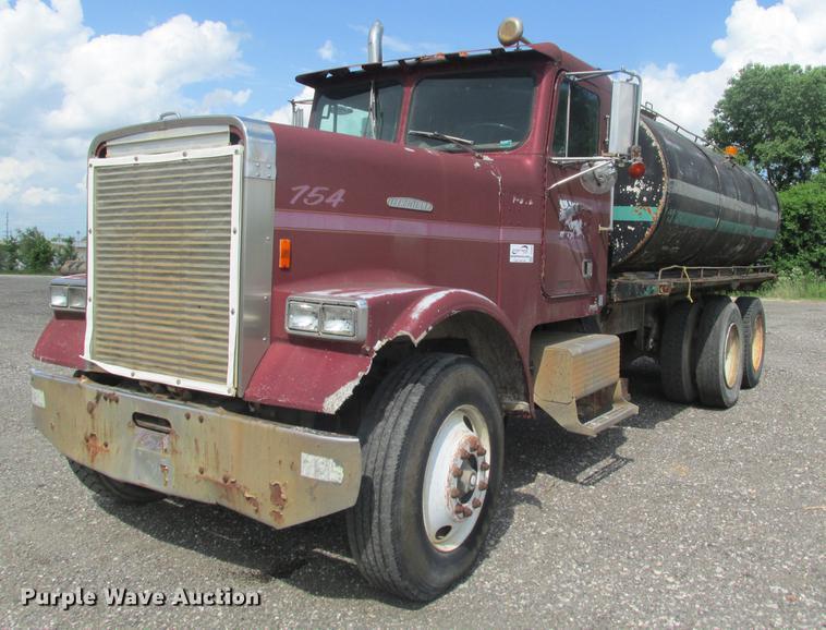 1985 Freightliner FLC tank truck