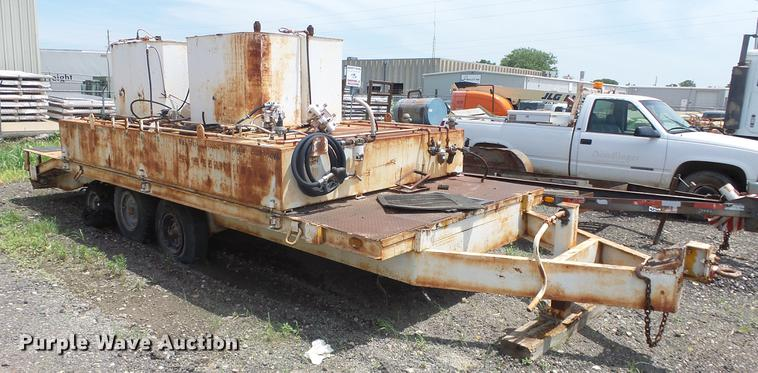 1977 Chie equipment trailer with lube tanks