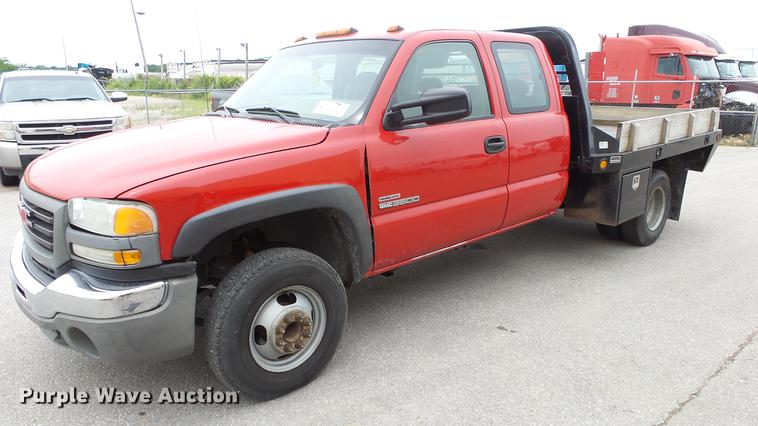 2003 GMC Sierra 3500 Ext. Cab flatbed pickup truck