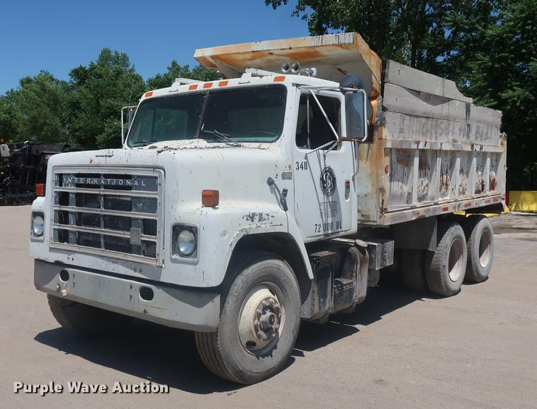 1984 International S2200 dump truck