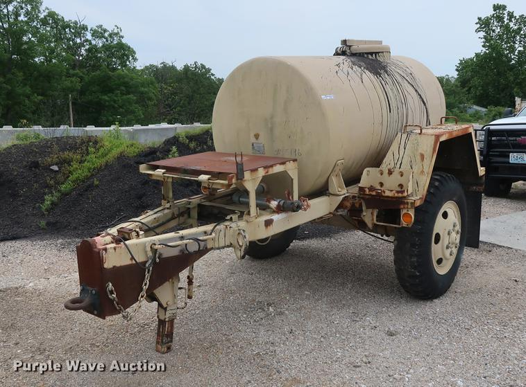 Insulated oil tank trailer