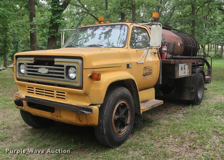 1984 Chevrolet C70 oil distributor truck