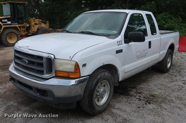 2001 Ford F250 Super Duty SuperCab pickup truck