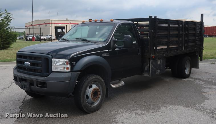 2006 Ford F450 flatbed pickup truck