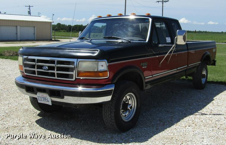 1997 Ford F250 Super Duty XLT SuperCab pickup truck