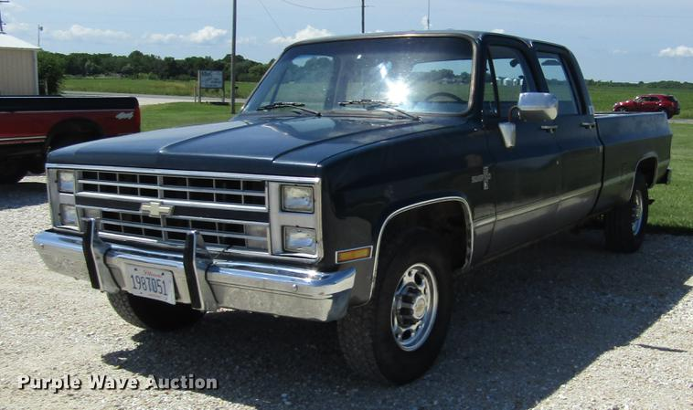 1987 Chevrolet R20 Crew Cab pickup truck