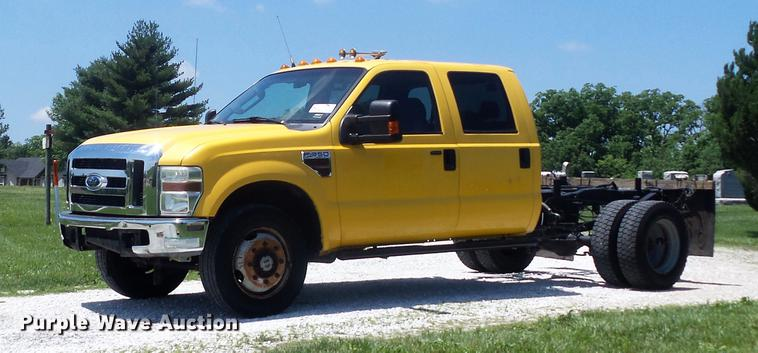 2010 Ford F350 Super Duty XLT Crew Cab pickup truck cab and chassis