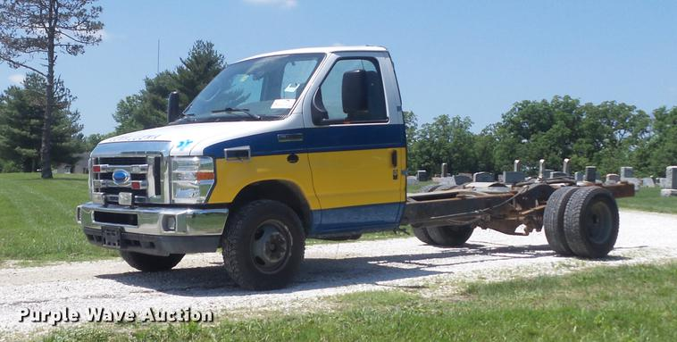 2010 Ford Econoline E450 Super Duty cab and chassis