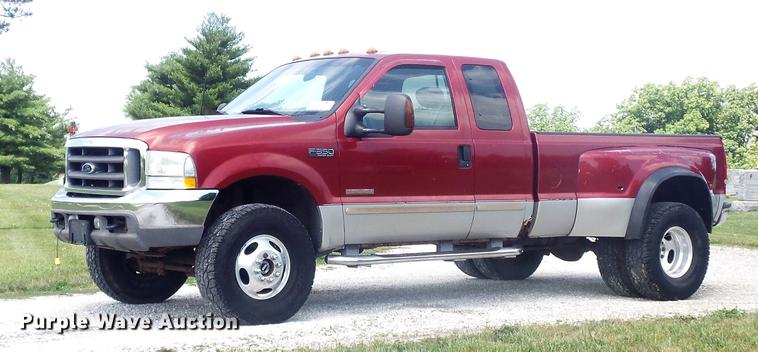 2003 Ford F350 Super Duty XLT SuperCab pickup truck