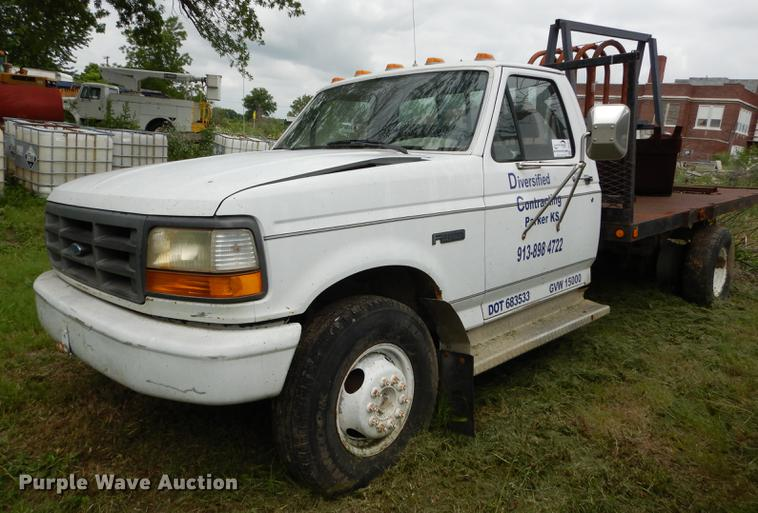 1993 Ford F450 Super Duty flatbed truck