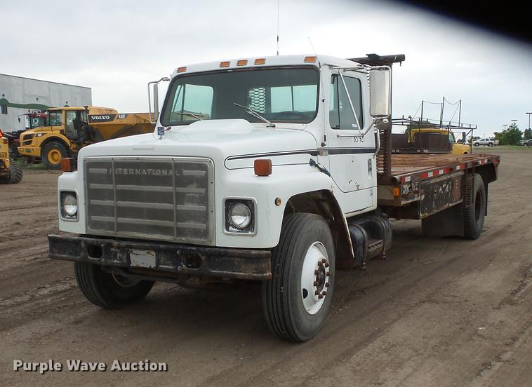 1982 International S1954 flatbed truck