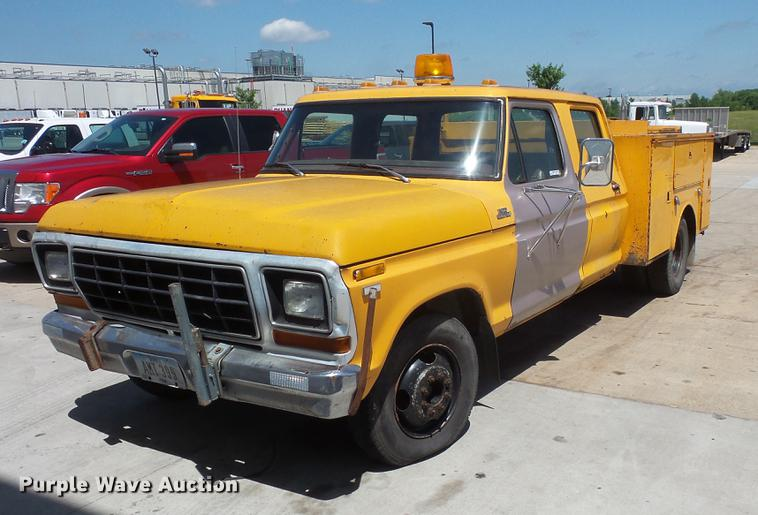 1979 Ford F350 Crew Cab utility bed pickup truck