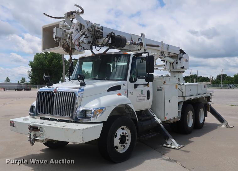 2007 International 7400 digger derrick truck