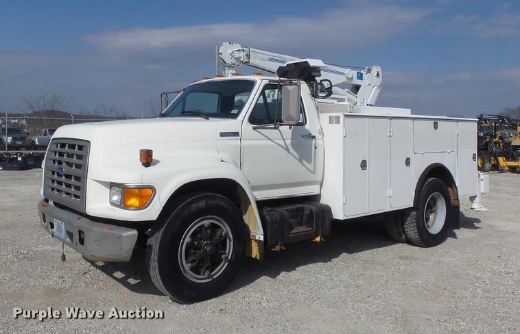 1995 Ford F800 service truck with crane