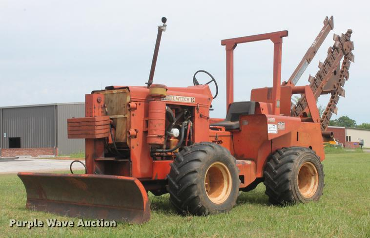 Ditch Witch R65D trencher