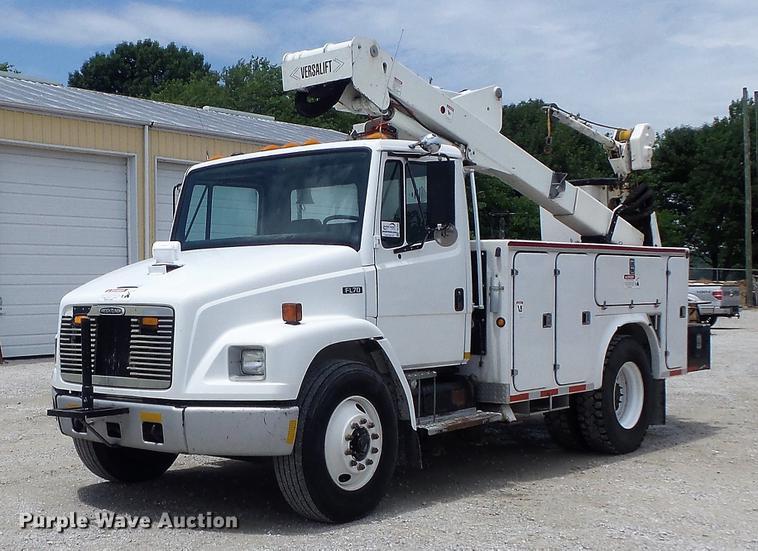 2001 Freightliner FL70 bucket truck
