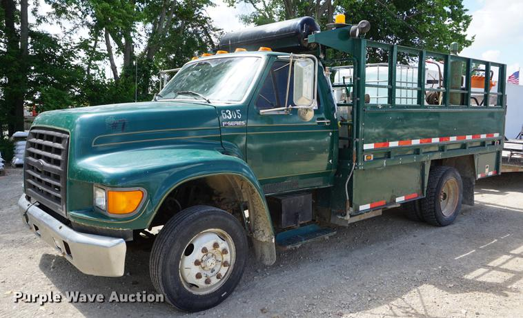 1998 Ford F800 service truck