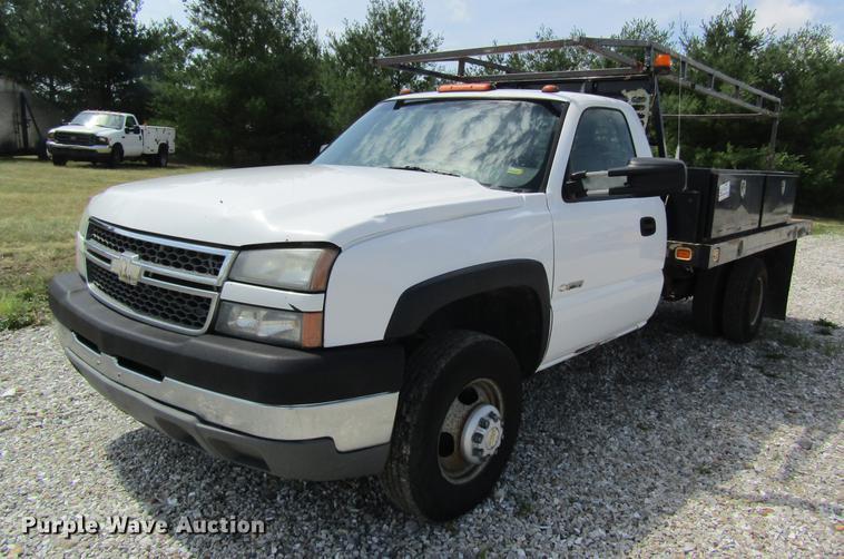 2005 Chevrolet Silverado 3500 flatbed pickup truck