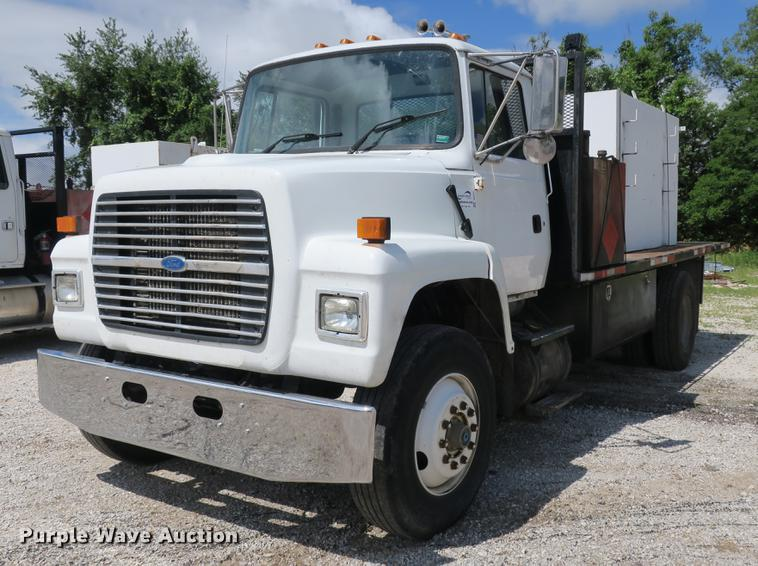1997 Ford LN8000 flatbed truck