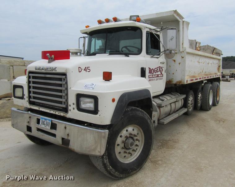 1996 Mack RD600 dump truck