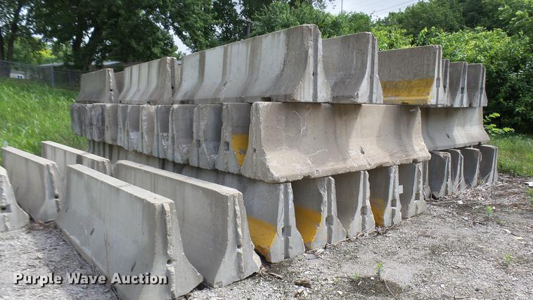 (22) concrete jersey barriers