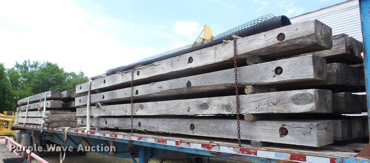 (16) wood crane mats
