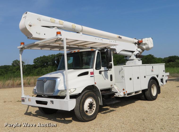 2009 International DuraStar 4300 bucket truck