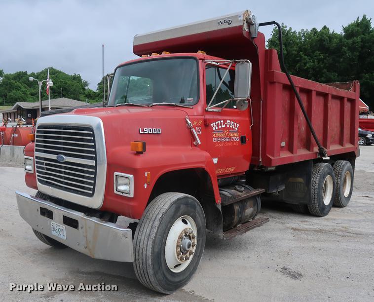1992 Ford L9000 dump truck