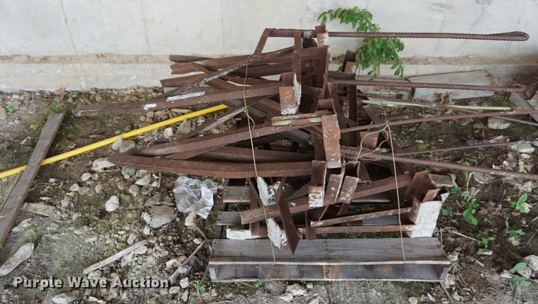 (16) scaffolding brackets