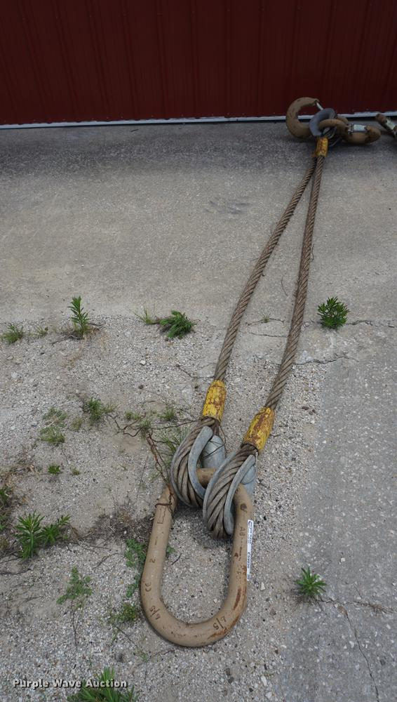 Two leg lifting sling with hooks