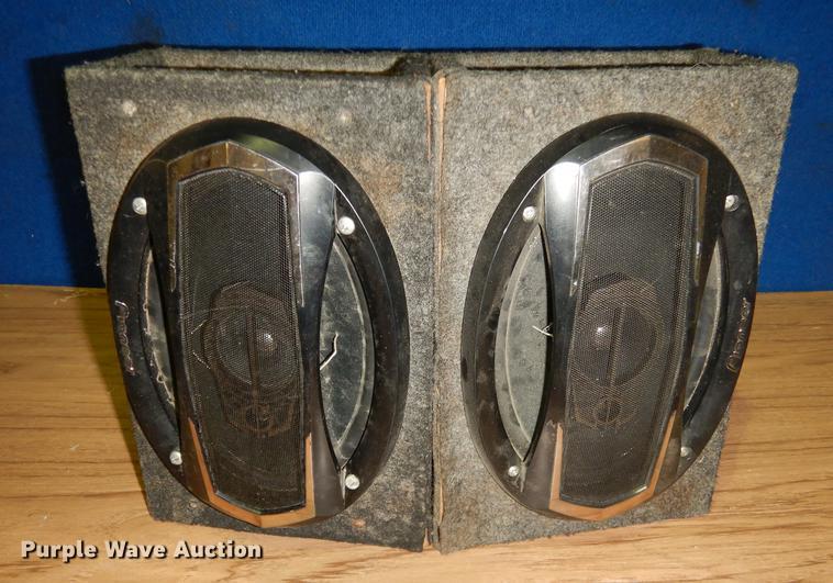 (2) Pioneer speakers