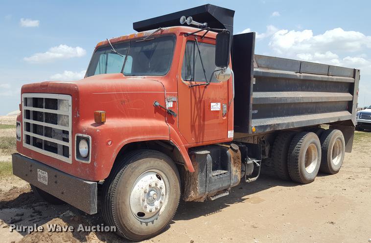 1986 International S2200 dump truck