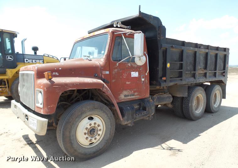 1987 International S1900 dump truck