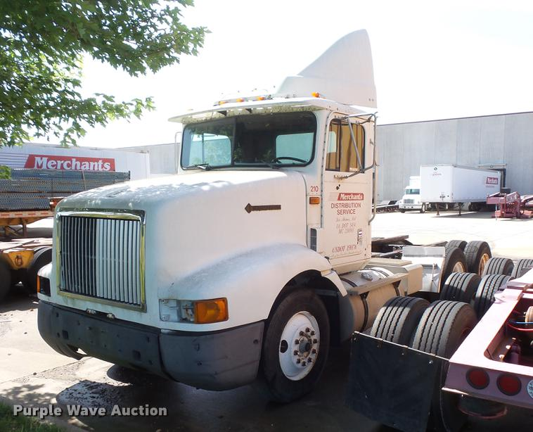 1994 International 9200 semi truck