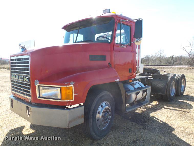 1993 Mack CH613 semi truck