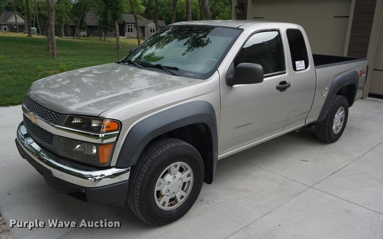 2004 Chevrolet Colorado Ext. Cab pickup truck