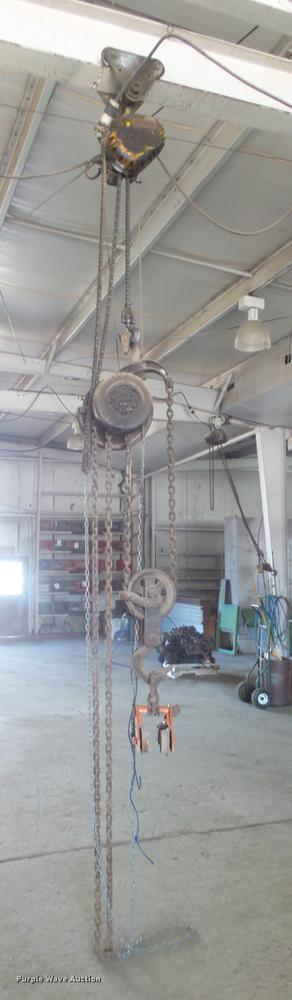 (4) chain hoists with trolleys