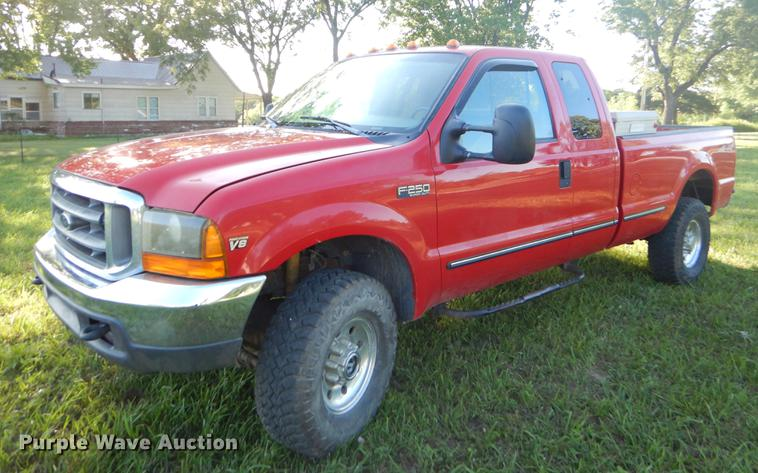 1999 Ford F250 Super Duty SuperCab pickup truck