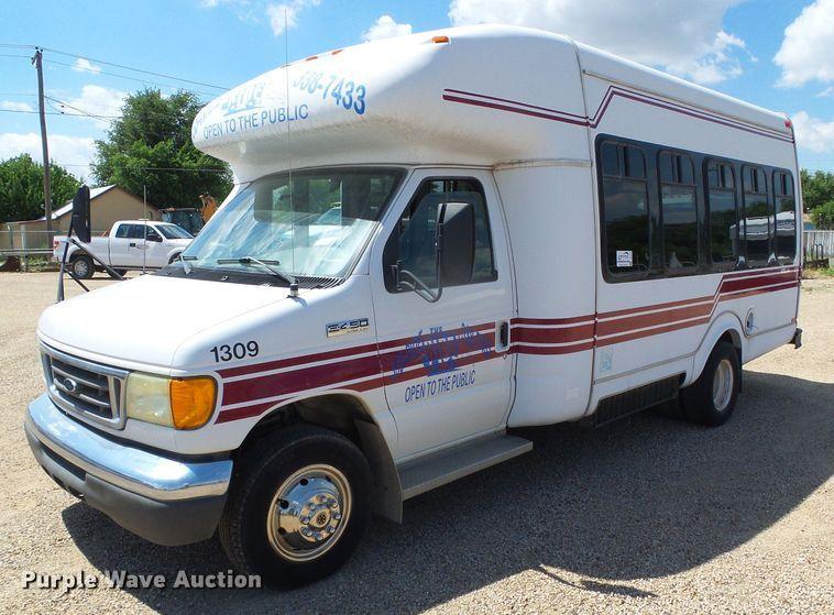 2006 Ford Econoline E450 Super Duty shuttle bus