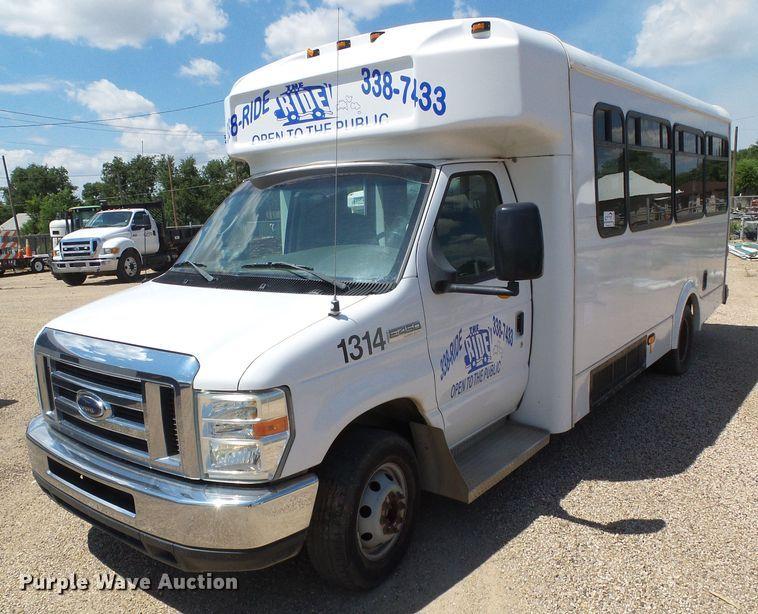2008 Ford Econoline E450 Super Duty shuttle bus