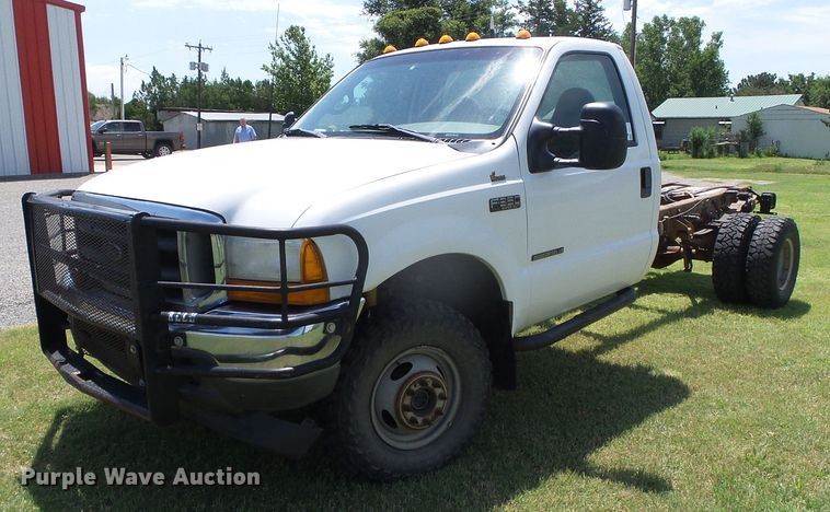 2001 Ford F350 Super Duty XLT pickup truck cab and chassis