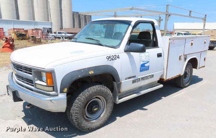 2000 Chevrolet K2500 utility bed pickup truck