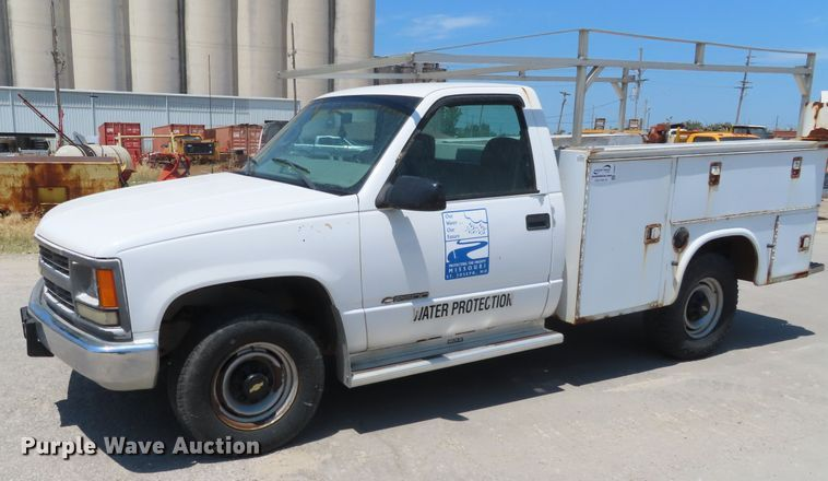 2000 Chevrolet C2500 utility bed pickup truck