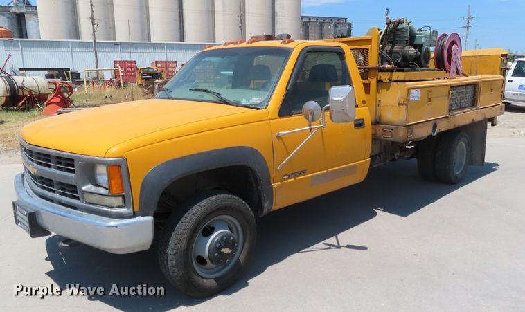 1998 Chevrolet K3500 utility bed pickup truck