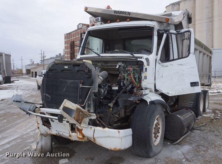 2002 Volvo VHD dump truck