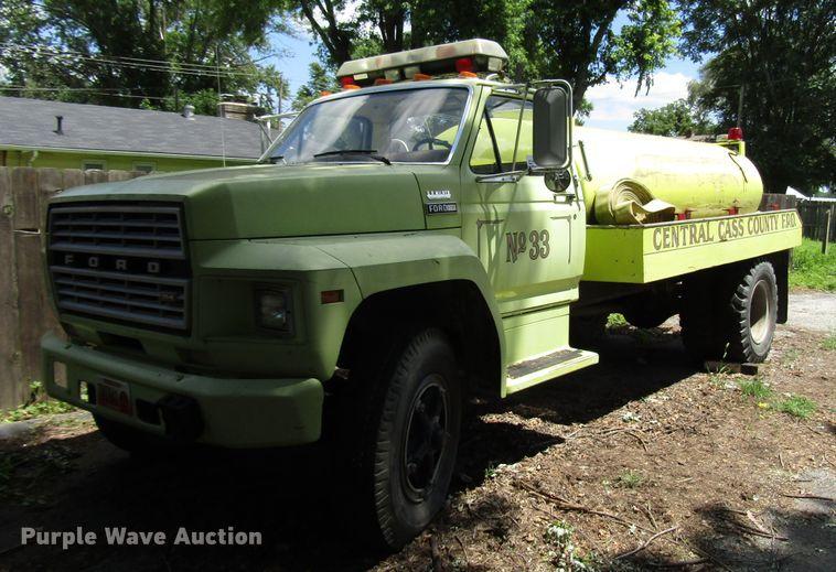 1981 Ford F700 tank truck