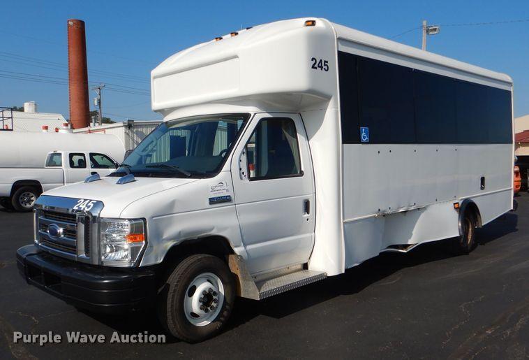 2013 Ford Econoline E450 Super Duty Glaval shuttle bus