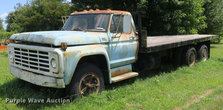 1973 Ford F600 flatbed